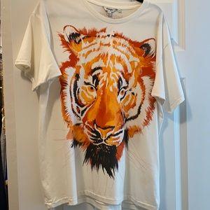 Like new wrangler tiger tee